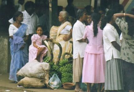 sri-lanka-women-shopping